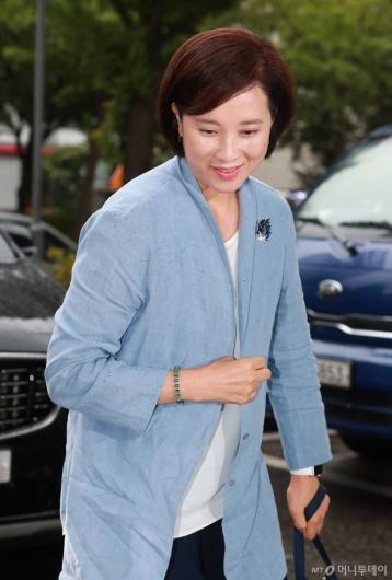[사진]출근하는 유은혜 후보자