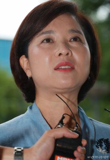 [사진]답변하는 유은혜 후보자