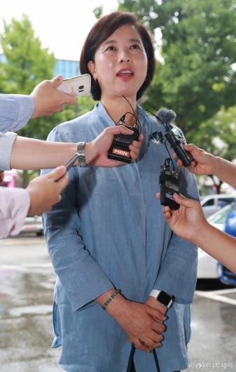 [사진]취재진 만난 유은혜