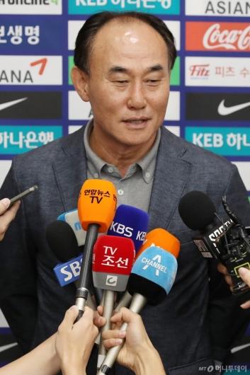 [사진]소감 말하는 김학범 감독