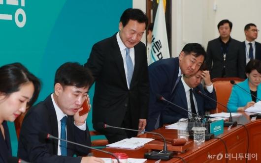 [사진]첫 최고위 참석하는 손학규 대표