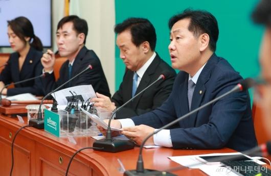 [사진]모두발언하는 김관영 원내대표