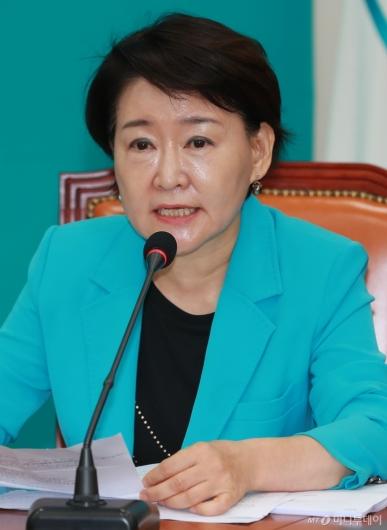 [사진]모두발언하는 권은희 바른미래당 최고위원