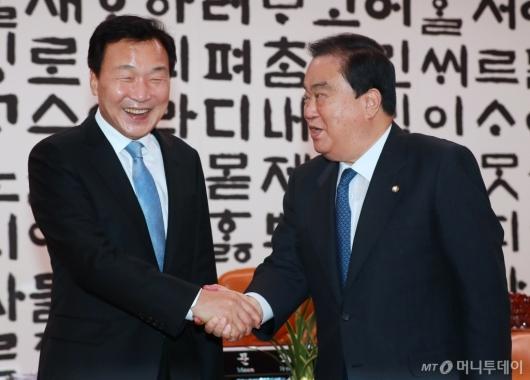 [사진]문희상 의장 예방한 손학규 바른미래당 신임 대표