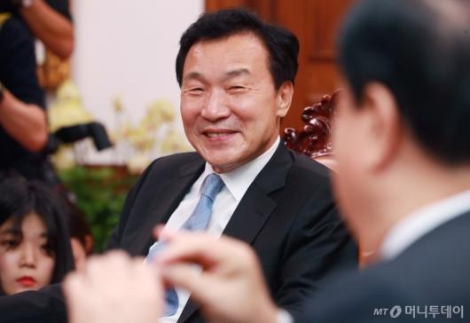 [사진]국회의장 찾은 손학규 바른미래당 신임 대표