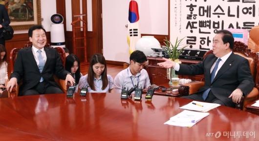 [사진]환담하는 문희상 국회의장-손학규 신임대표