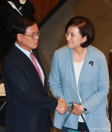 [사진]본회의 참석한 유은혜 교육부장관 후보자
