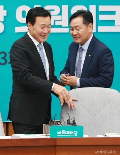 [사진]의원워크숍 참석한 손학규 대표-김관영 원내대표