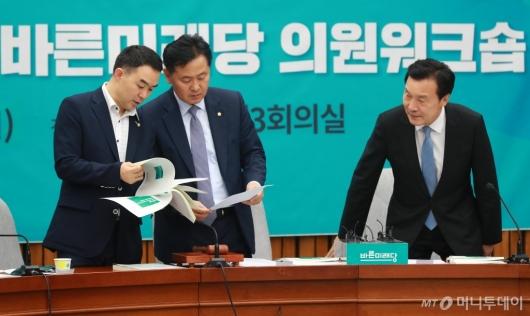 [사진]워크숍 준비하는 손학규-김관영-채이배