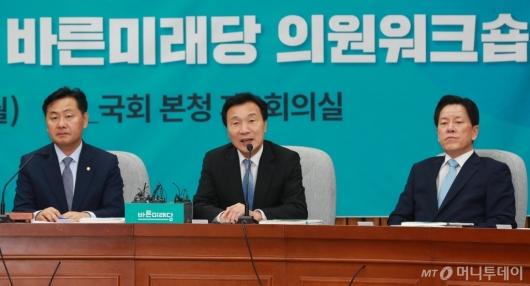 [사진]의원워크숍 모두발언하는 손학규 신임 대표