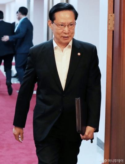 [사진]국무회의 참석하는 송영무 장관