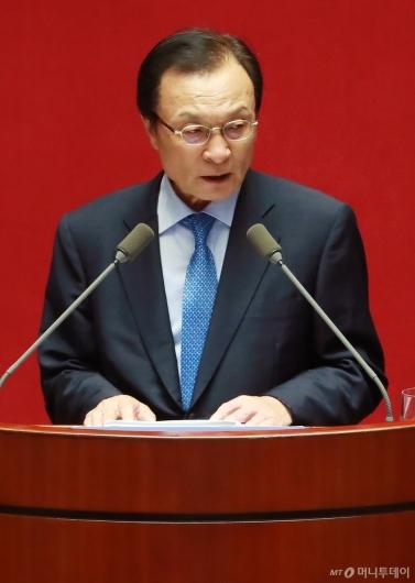 [사진]교섭단체 대표연설하는 이해찬 민주당 대표