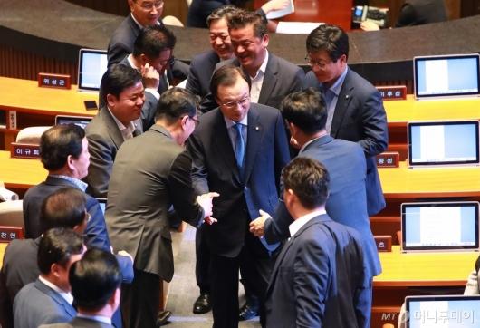 [사진]교섭단체 연설 마친 이해찬 민주당 대표