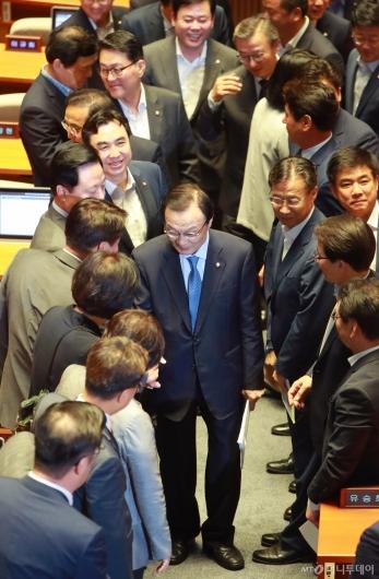 [사진]교섭단체 대표연설 마친 이해찬 민주당 대표