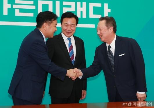 [사진]바른미래당 지도부 만난 박용만 대한상의 회장