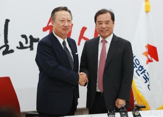 [사진]김병준 비대위원장 만난 박용만 회장