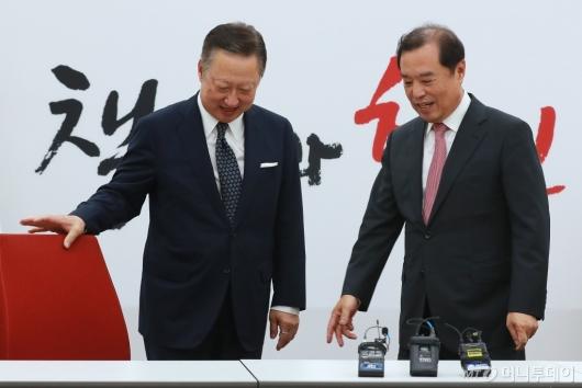 [사진]자유한국당 찾은 박용만 대한상의 회장
