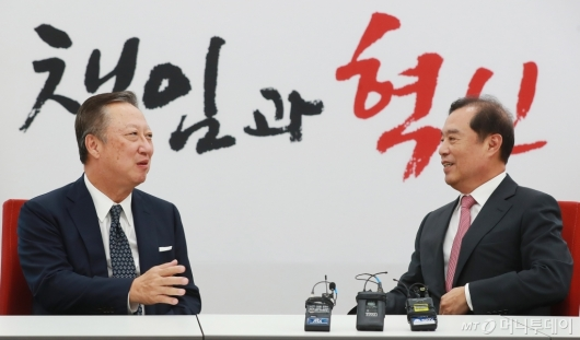 [사진]환담하는 박용만-김병준