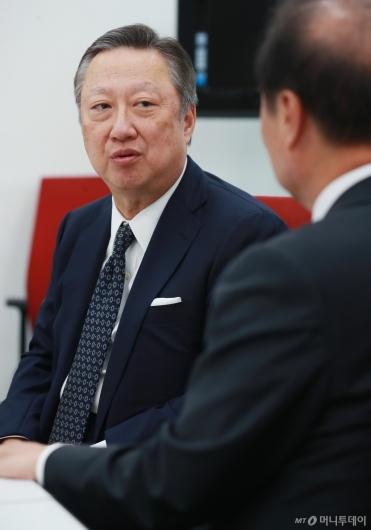 [사진]김병준 위원장 찾은 박용만 대한상의 회장