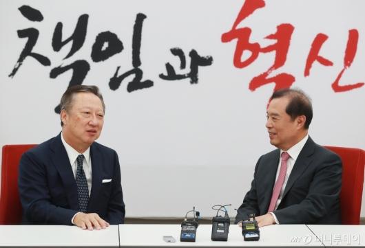 [사진]김병준 위원장 만난 박용만 회장