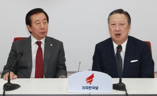 [사진]김성태 원내대표 찾은 박용만 대한상의 회장