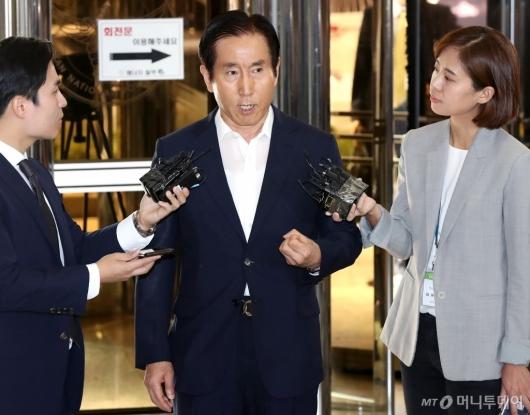 [사진]경찰청 출석하는 조현오 전 경찰청장