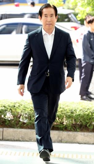 [사진]경찰청 들어서는 조현오 전 경찰청장
