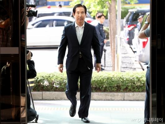 [사진]경찰 출석하는 조현오 전 경찰청장