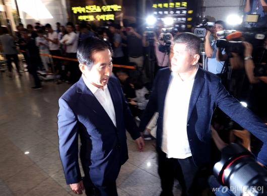 [사진]조사실 향하는 조현오 전 경찰청장