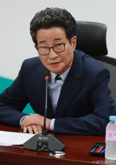 [사진]모두발언하는 이목희 일자리위원회 부위원장