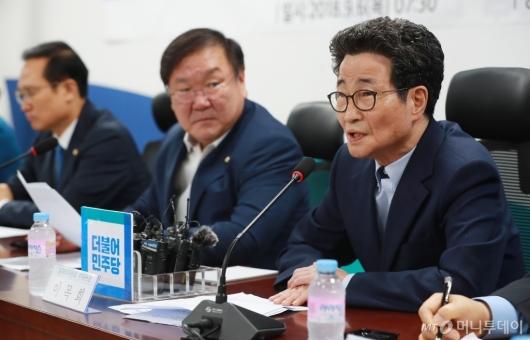 [사진]이목희 부위원장, 신성장동력 일자리창출 당정협의 참석