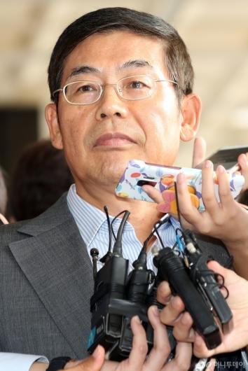 [사진]검찰 출석한 이상훈 삼성전자 의장