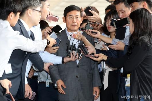 [사진]질문 받는 이상훈 삼성전자 의장