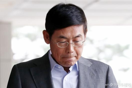 [사진]검찰 출석하는 이상훈 삼성전자 의장