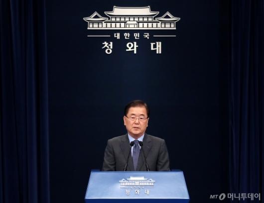 [사진]남북정상회담 일정 발표하는 정의용 실장