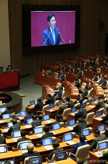 [사진]김관영 대표연설 듣는 의원들