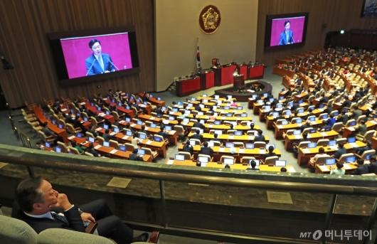 [사진]국회 본회의장 찾은 박용만 대한상의 회장