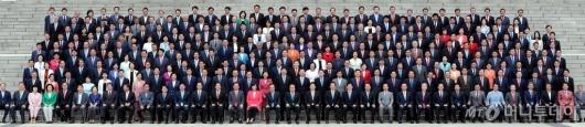 [사진]국회 개원 70주년 기념 의원 단체사진 촬영