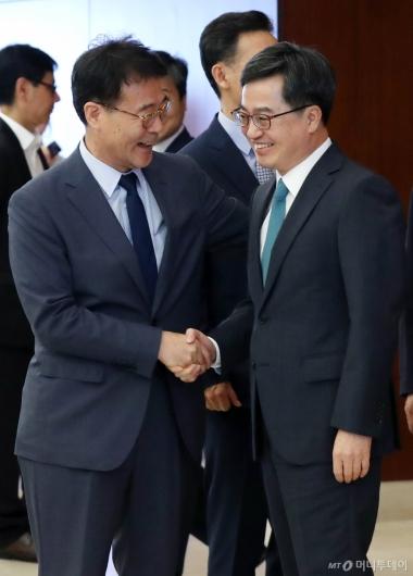 [사진]김동연-장하성, '웃음 가득'