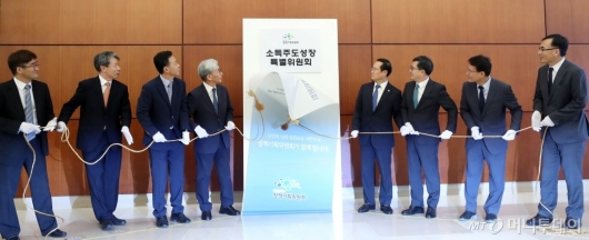 [사진]소득주도성장특별위원회 현판식