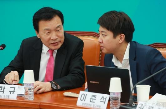 [사진]대화하는 손학규 대표-이준석 최고위원