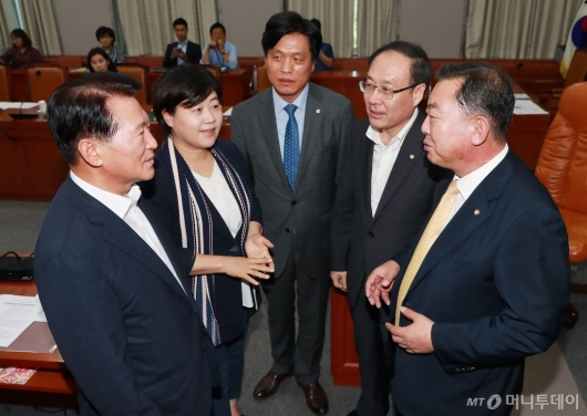 [사진]유은혜 청문회 날짜 논의하는 교육위 간사단