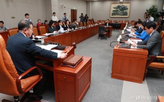 [사진]교육위원회 전체회의 개최