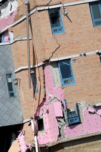 [사진]처참하게 부서진 서울상도유치원