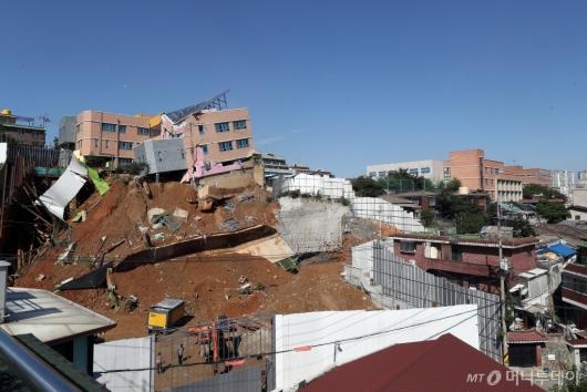 [사진]서울상도유치원 붕괴 현장