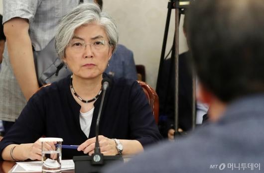 [사진]메르스 긴급 회의 참석한 강경화 외교부 장관