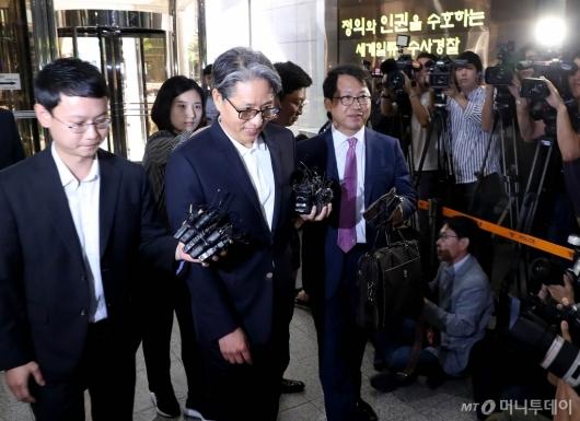 [사진]담철곤 회장 경찰 출석