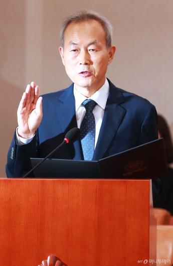 [사진]검증대 선 이석태 헌법재판관 후보자