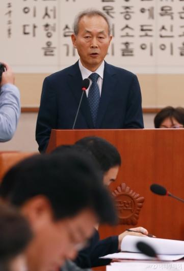 [사진]모두발언하는 이석태 헌법재판관 후보자