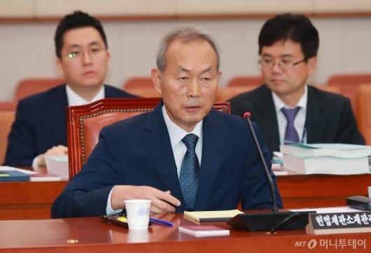 [사진]답변하는 이석태 헌법재판관 후보자